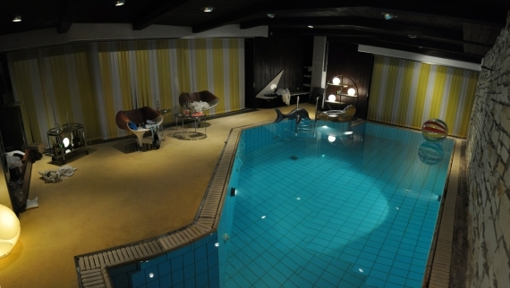 http://jennyroesler.de/files/gimgs/th-26_26_poolpanorama1.jpg