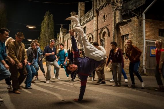http://jennyroesler.de/files/gimgs/th-28_28_dessau-dancers-frontpage-szene-6.jpg